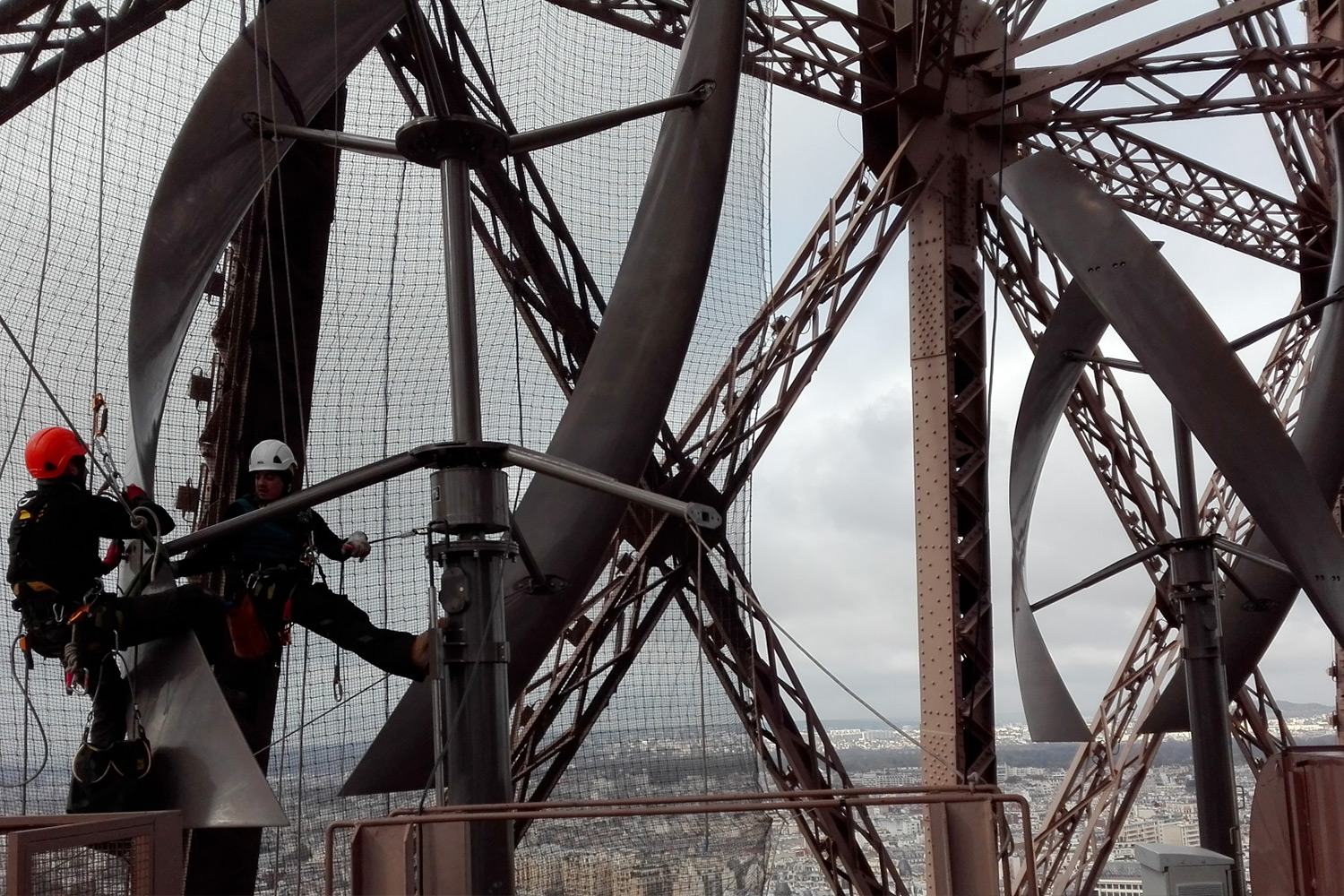 intervention-maintenance-eoliennes-tour-eiffel